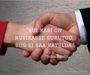 Kui käsi on rusikasse surutud, siis ei saa kätelda. - Indira Gandhi
