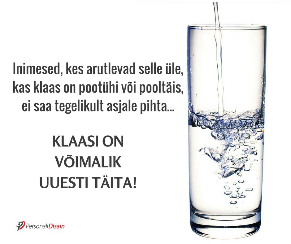 Klaas pooltühi või pooltäis, klaasi on võimalik täita